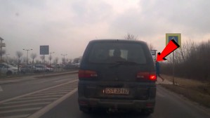 Pieszy na przejściu, ciężarówka nawet nie zwalnia