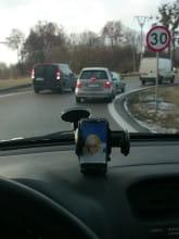 Kierowca cofa na jednokierunkowym dojeździe