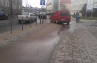 Niebezpieczny wjazd na parking we Wrzeszczu