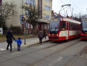 Jak działa sygnalizator ostrzegający przed jadącym tramwajem?
