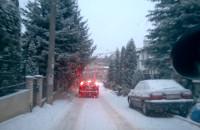 Kierowcy skracają sobie drogę przez osiedle