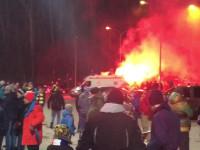 Race przed stadionem w Gdyni w oczekiwaniu na mecz Arka - Zagłębie