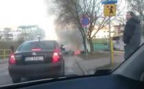 Auto w płomieniach na Niedźwiedniku