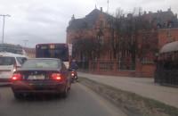 Ambulans w korku Podwale Grodzkie
