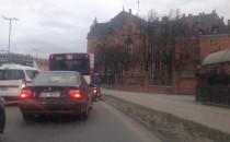 Ambulans w korku na Podwalu Grodzkim