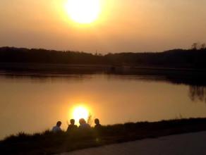 Wiosenny wieczór nad jeziorkiem na Jasieniu