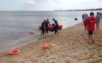 Ćwiczenia ratowników wodnych w Brzeźnie
