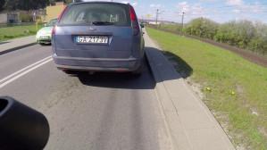 Złośliwy kierowca prowokuje niebezpieczną sytuację
