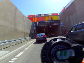 Motocyklem w tunelu pod Martwą Wisłą