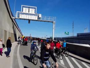 Upadek rowerzysty na dniu otwartym Tunelu pod Martwą Wisłą