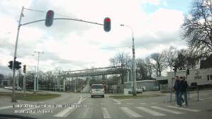 Przyjezdni ignorują czerwone światło