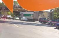 Most przy Hallera zablokowany przez TIR-a
