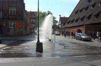 4-metrowy słup wody naprzeciwko Kościoła św. Katarzyny