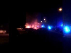 Dogaszanie pożaru czterech aut we Wrzeszczu