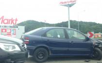Wypadek na zjezdzie z obwodnicy w Chyloni