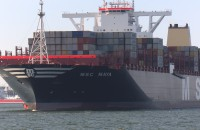 Kolosalny kontenerowiec zawitał do Gdańska