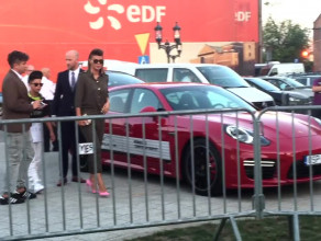 Edyta Górniak wysiada z synkiem z Porsche