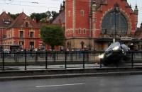 BMW na przystanku - Dworzec główny Gdańsk