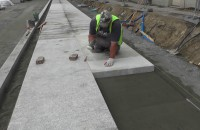 Nowe granitowe chodniki na ul. Stągiewnej