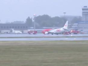 Działania straży na lotnisku po piątkowej wichurze