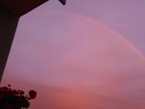 Nocne niebo - tęcza