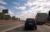 Zepsuta ciężarówka na trakcie św ...