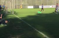 Arka Gdynia strzela gola Viitorulowi Konstanca z Rumunii