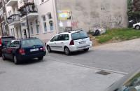 Samochodem po chodniku