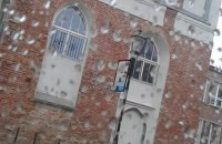 Pada wciąż pada deszcz