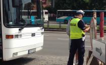 Policja kontroluje autokar przy Podwalu...