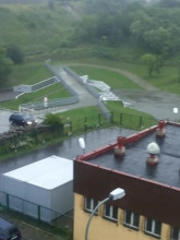 Woda przelała się w zbiorniku retencyjnym na Karwinach