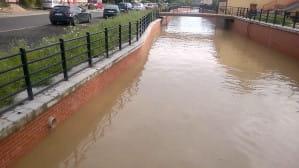 Wysoki poziom wody w kanale Raduni