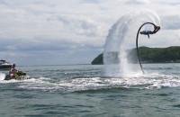Flyboard, czyli efektowne loty nad wodą