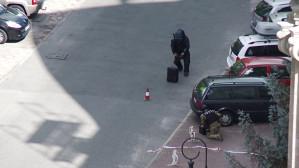 Saperzy sprawdzają podejrzaną walizkę