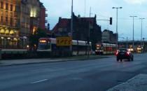Duża kolejka tramwajów przy Bramie Wyżynnej