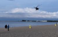 Śmigłowiec nad plażą w Brzeźnie