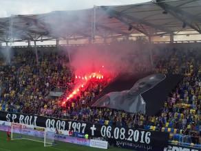 Minuta ciszy podczas meczu Arka Gdynia - Śląsk Wrocław