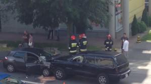 Wypadek z udziałem dwóch aut i rowerzysty