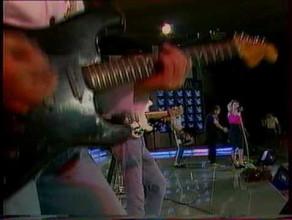 Fani wtargnęli na scenę podczas koncertu Kim Wilde. Opera Leśna, 1988 rok: