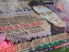 Race i hymn narodowy na meczu Lechia - Termalica