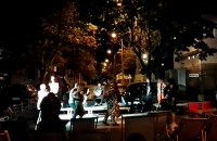 Muzyka i tańce na środku ulicy