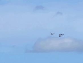 Trzy samoloty  F-16 nad Rumią