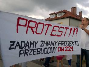 Protest przeciwko przebudowie drogi DW 221