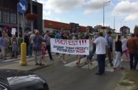 Protest mieszkańców Kowal przeciwko przebudowie drogi DW 221