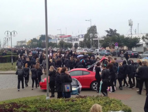 Protestujący ruszyli w kierunku Akwarium Gdyńskiego
