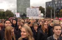 Manifestacja i kontrmanifestacja na pl. Solidarności