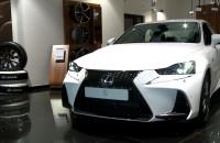 Odświeżony Lexus IS