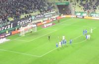 Flavio Paixao zdobywa gola z karnego w meczu Lechia - Piast
