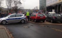Utrudniony wyjazd z parkingu przy budynku...
