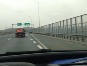 Opel pozostawiony na pasie - bez trójkąta